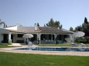 private ferienvilla mit pool algarve ferienhaeuser und ferienwohnungen mit pool in portugal. Black Bedroom Furniture Sets. Home Design Ideas