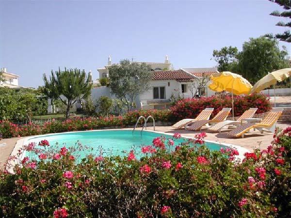 Landestypisches Algarve Ferienhaus mit eigenem Pool und tollem Garten