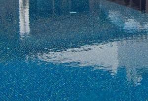 Salzwasserpoolspiegelung